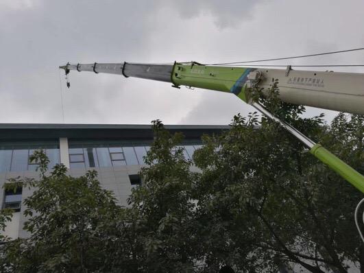 成都25吨吊车接副臂外机空调吊装-【成都吊车出租】
