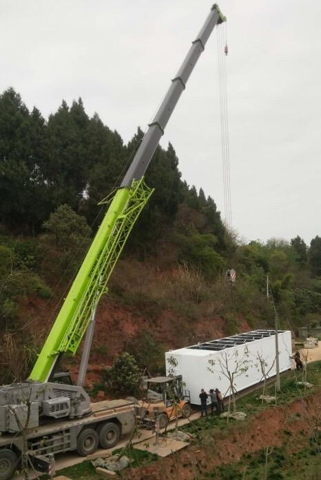 成都吊车出租80吨吊装16吨集装箱污水处理设备-【成都吊车出租】