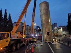 成都双流100吨吊车安装排污设备-【成都吊车出租】